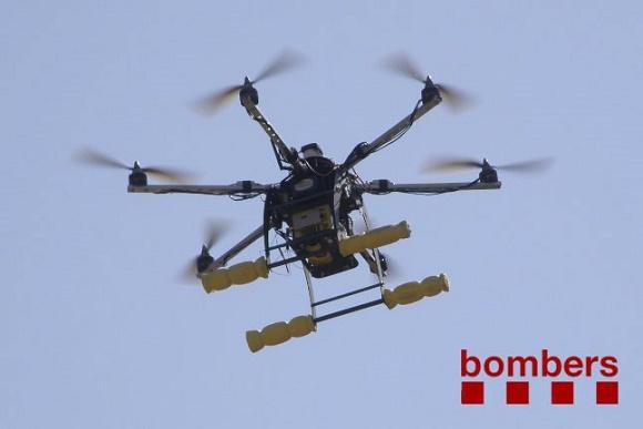 Un drone en el transcurs d'una pràctica dels Bombers de la Gene